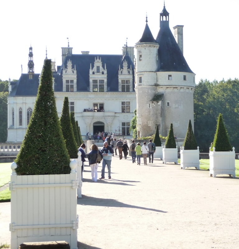 Approaching Chenonceau