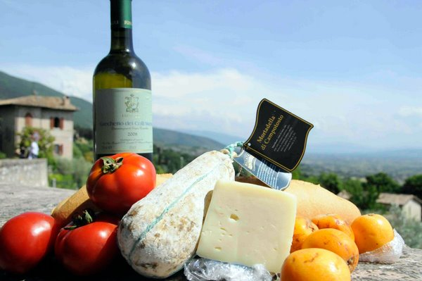 Enjoy a few picnics to save money in Europe