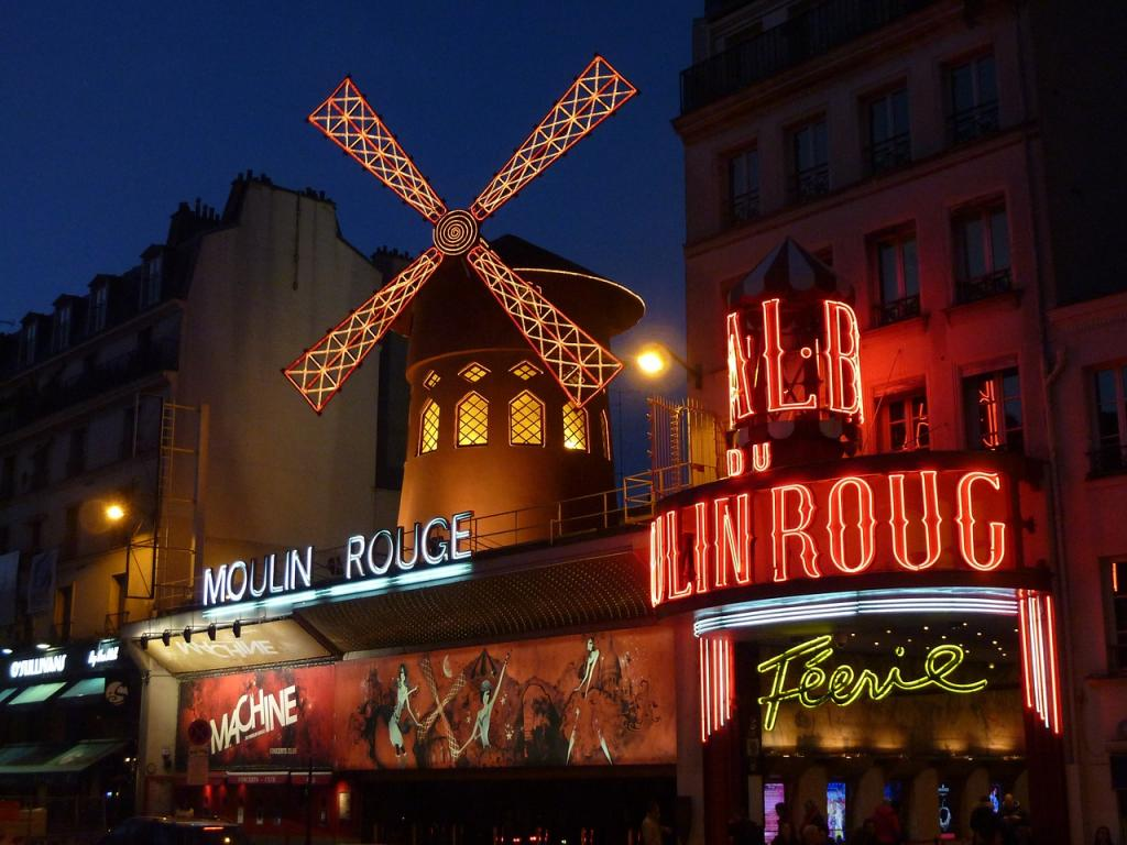 Best Arrondissements in Paris for Tourists - Moulin Rouge in Paris