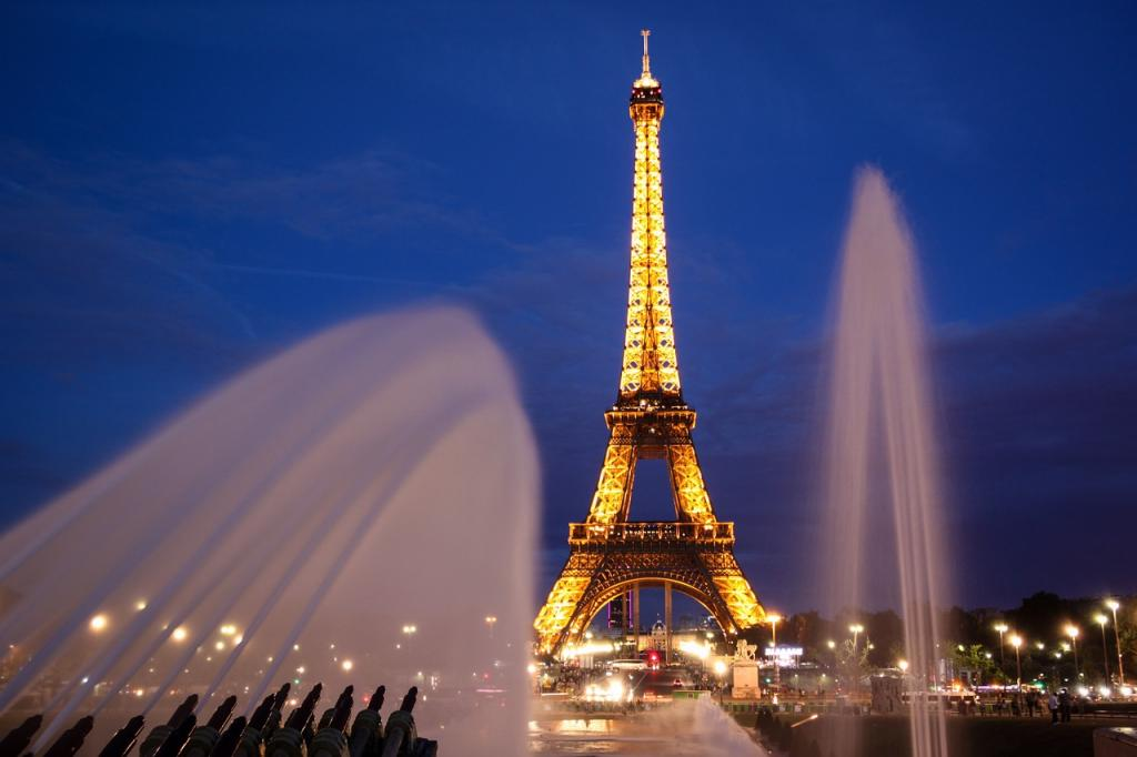 Paris Eiffel Tower Blue Hour - Where to Stay in Paris - Best Arrondissements in Paris for Tourists