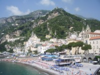 amalfi-sunbaking-and-beach