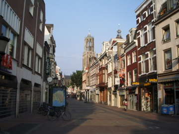 Utrecht straat on a sunny afternoon