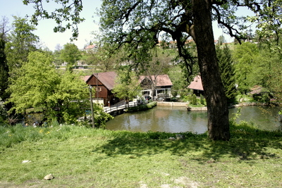 homes-around-a-pool-of-water_-a-common-sight-in-rastoke1