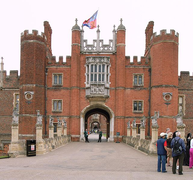 Hampton_Court_Great_Gatehouse