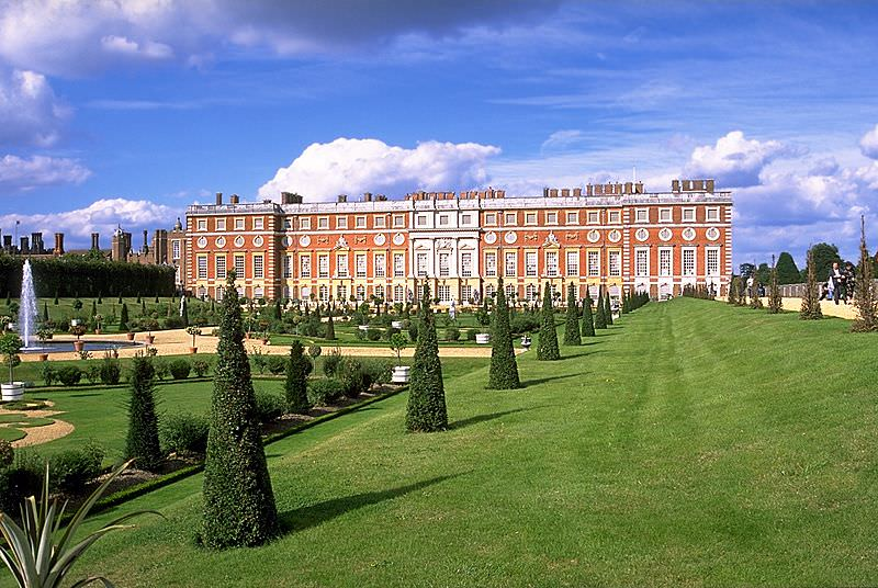 Hampton_Court_from _Privy_Garden