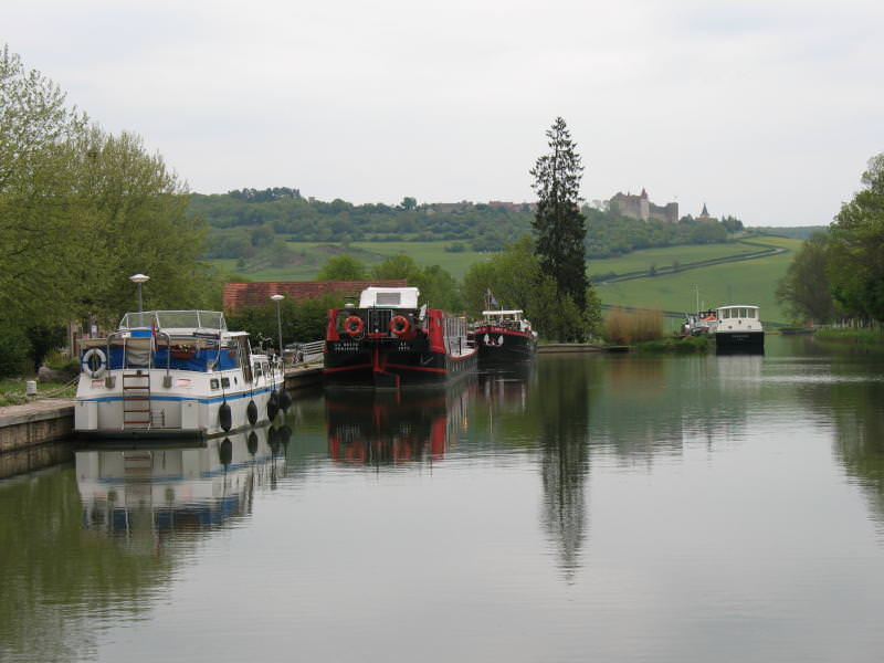 Chateau-Vand canal on a grey day