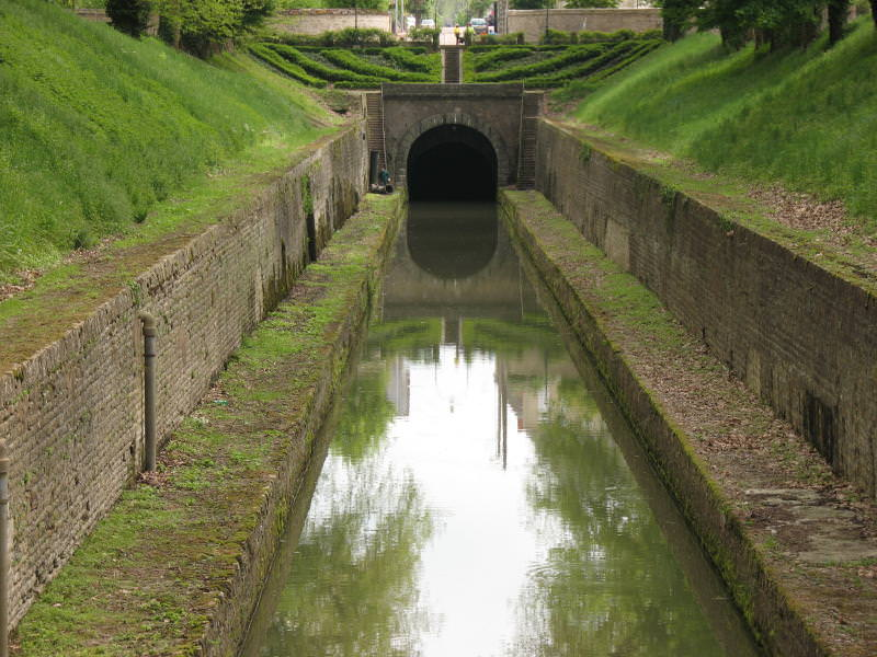 Canal de Bourgogne (Burgundy Canal) with tunnel