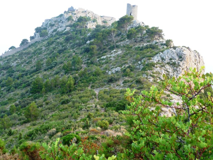 Halfway to the castle and tower in Benicassim