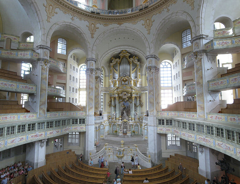 Frauenkirche_interior_2008
