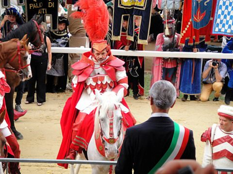 The mayor of Asti officially grants permission to start the Palio