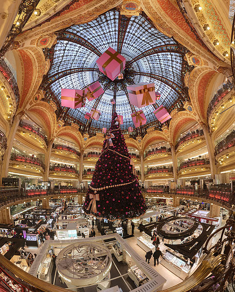 Galerie Lafayette Haussmann Dressed for the Holidays