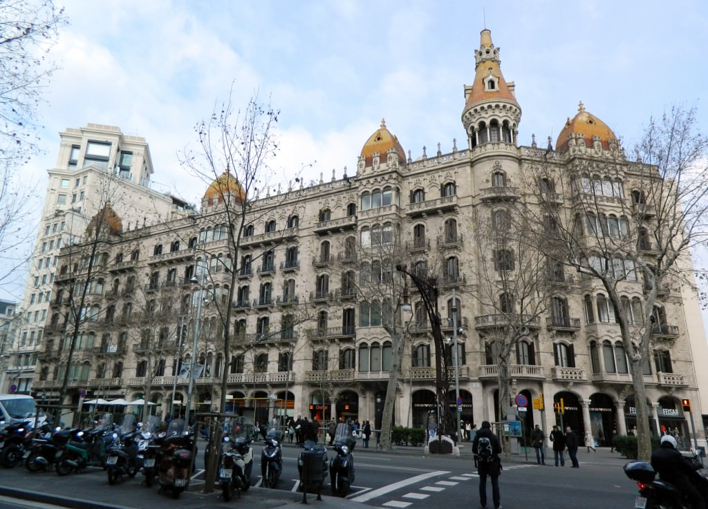 Spanish architecture in the Eixample