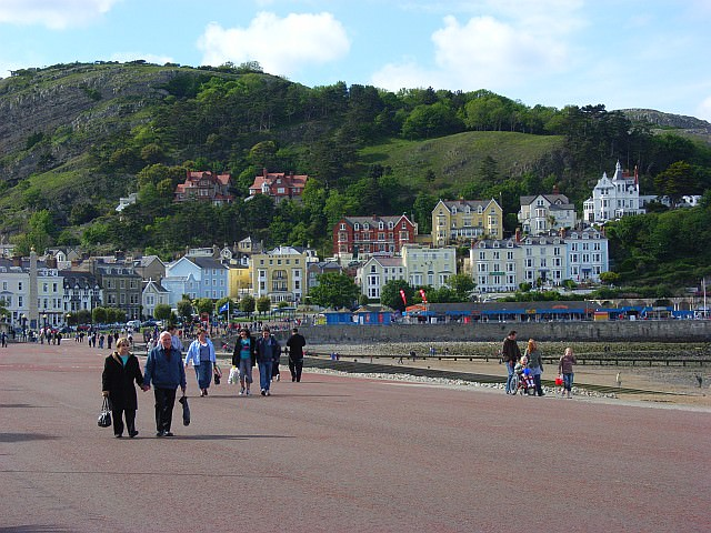 Llandudno Promenade - Photo by Andrew Smith