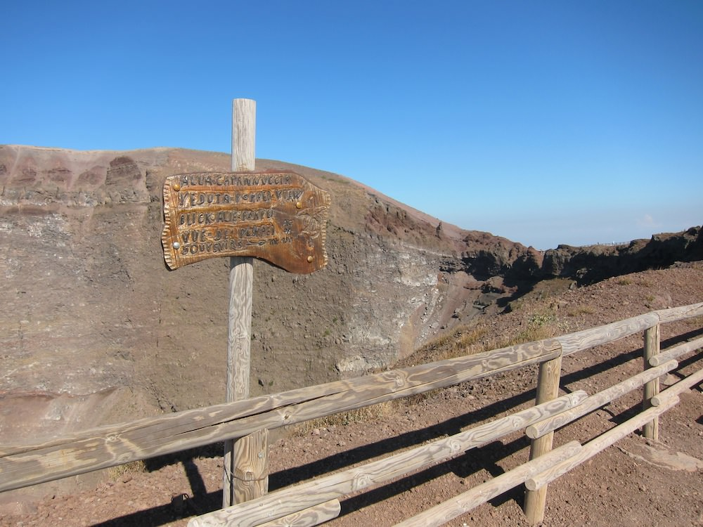 Crater Sign to Vesuvius Peak