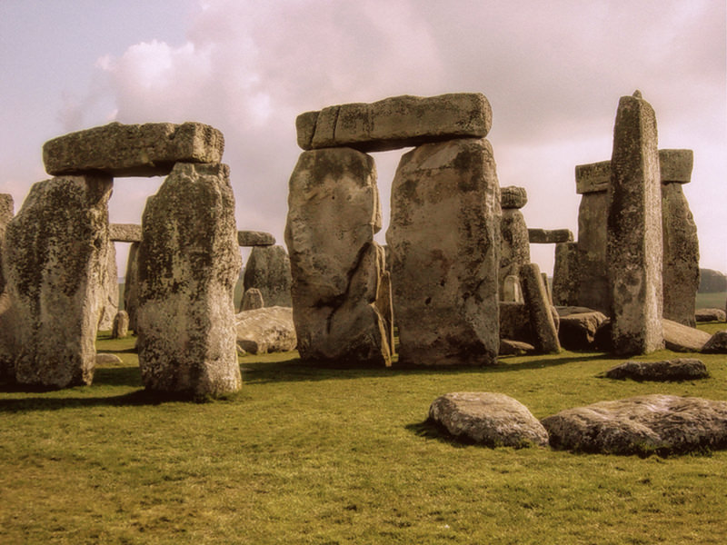 Stonehenge sunrise from WikiMediaCC