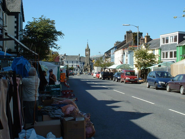Machynlleth Market & High Street by Ian Russell