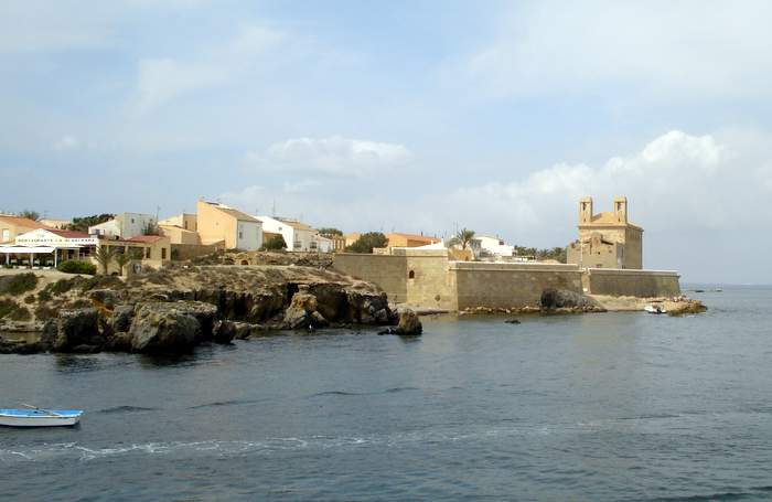 approaching Tabarca by boat