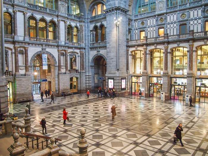 entrance hall in the Antwerp Central Station