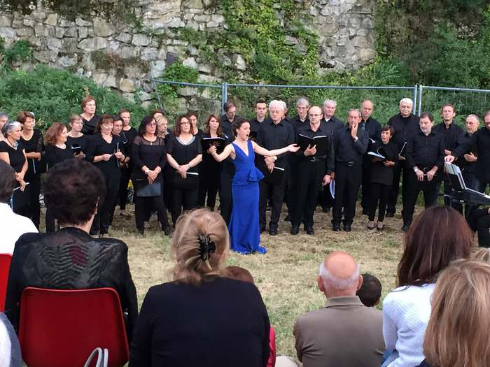 A chorus emotes below Brescia Castle at the beginning of the Bresia Opera Festival