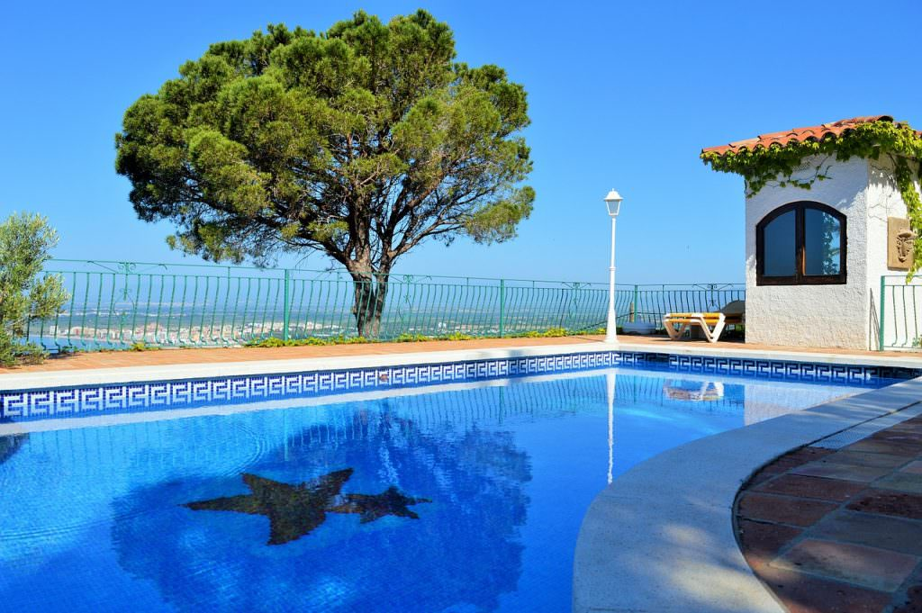 Renting a Luxurious Villa - Luxury Vacation Ideas in France