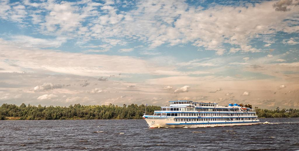 Russian River Cruise from Moscow to St Petersburg - Sister-ship passing on Volga River