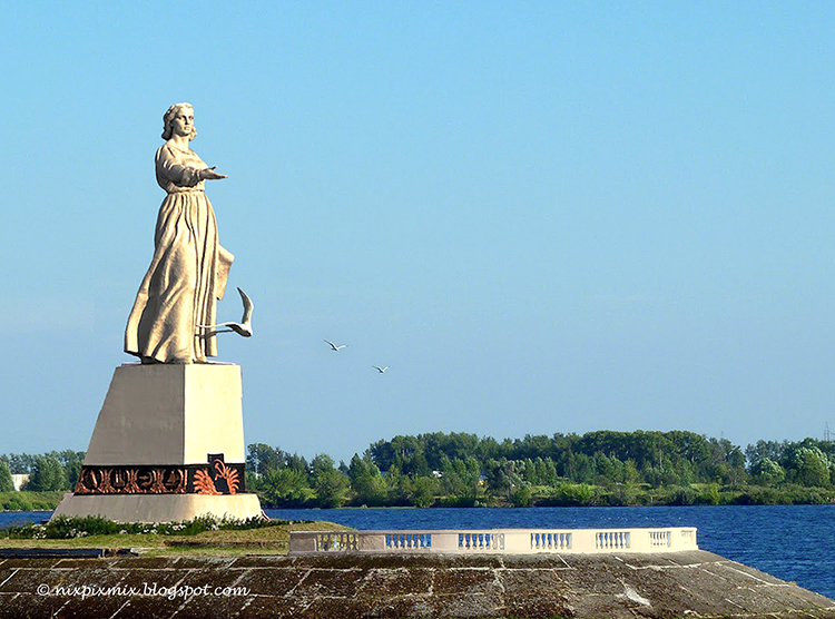 Russian River Cruise from Moscow to St Petersburg - Rybinsk - Lady Volga Statue