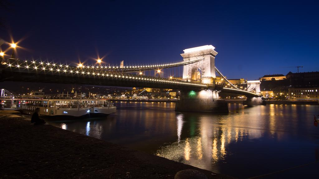 What to do in Budapest - Széchenyi Bridge at night