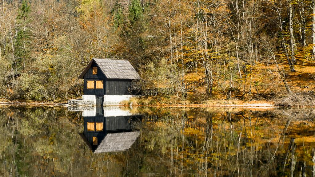 Best Hiking Slovenia - Triglav National Park - Cabin on Lake Bohinj