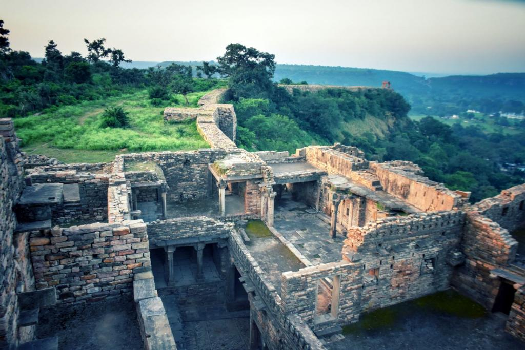 Best Madhya Pradesh Tourist Places - View from Chanderi Fort, Chanderi - Tale of 2 Backpackers