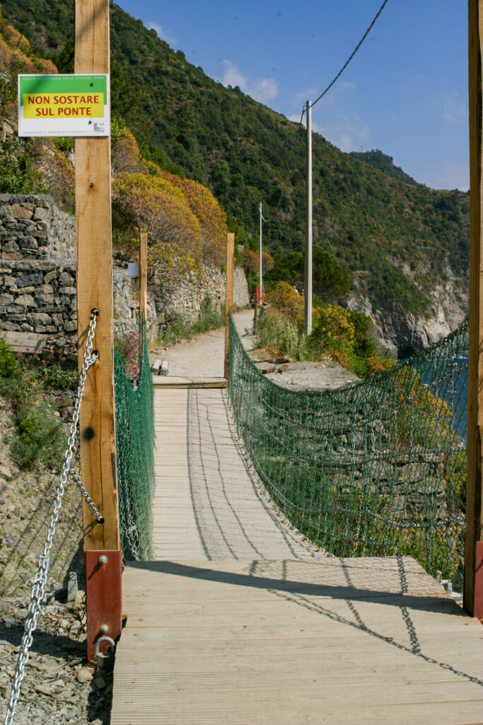 Swinging Rope Bridge with green ropes on trail between Manarola and Corniglia