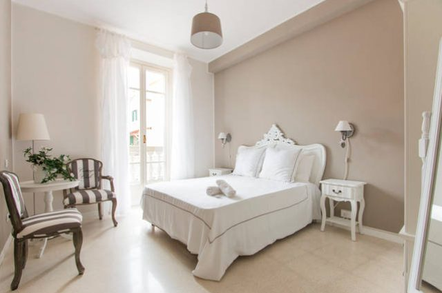 Quaint and softly decorated suite at La Sosta Degli Artisti, all white or dark pastel colors with sparse furniture