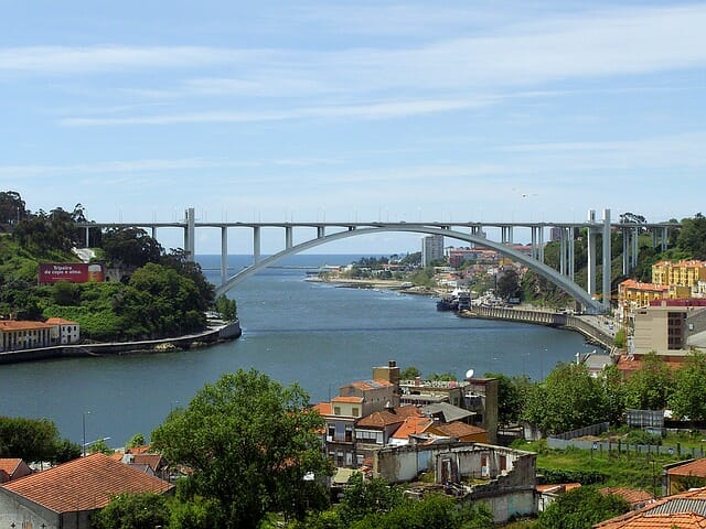 Bridge connecting one side of Porto to the other
