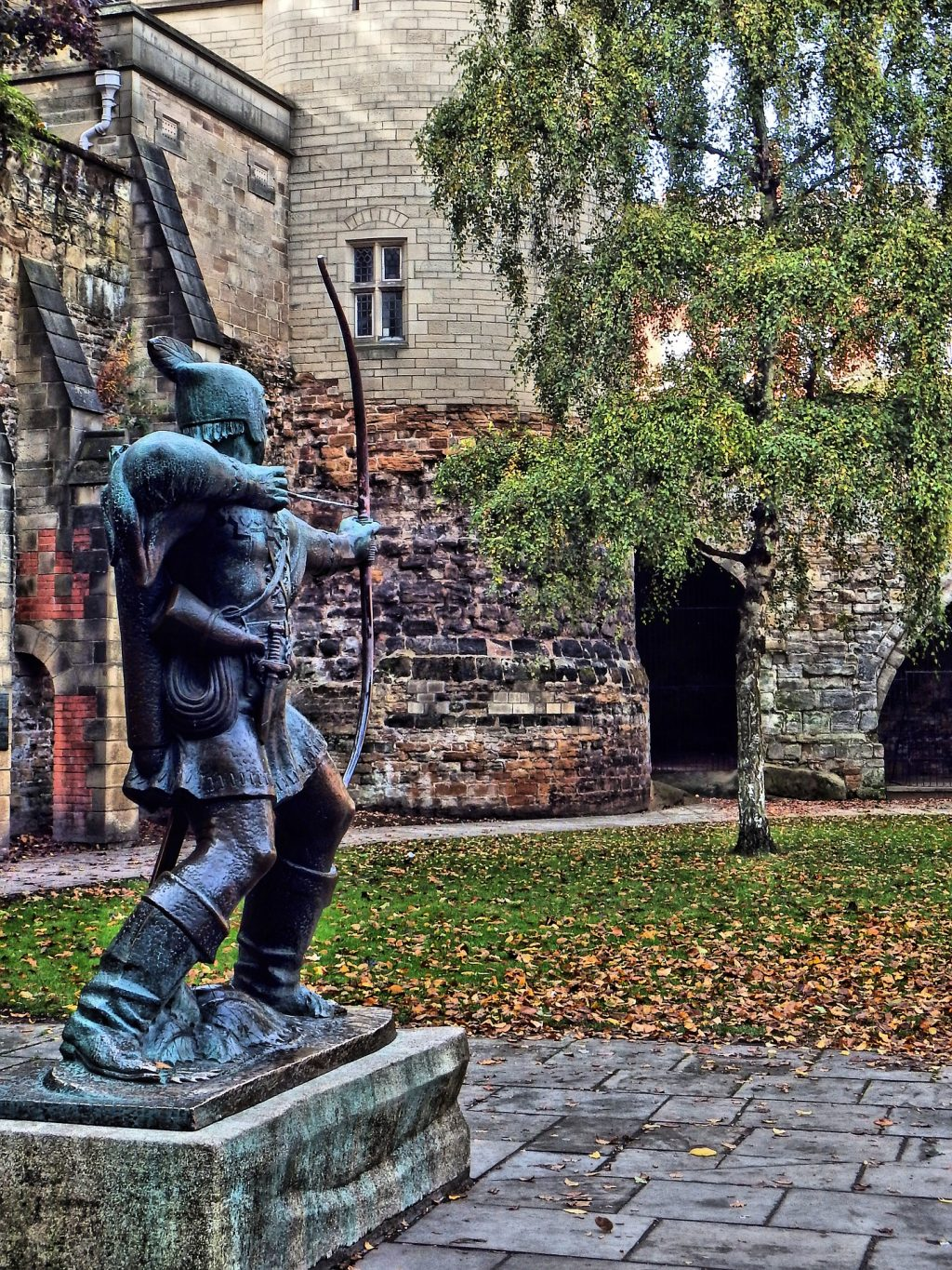 Robin Hood statue protecting the gardens of Nottingham Castle