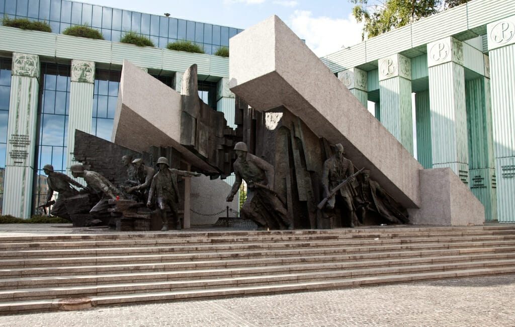 Warsaw Uprising Memorial sculpture - Medal Soldiers pushing up large concrete columns
